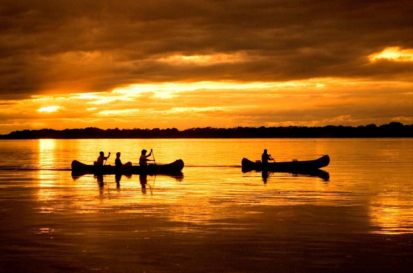 Canoe safari at Chongwe River Camp Lower Zambezi
