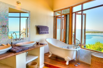 Pumulani Bathtub Lake Malawi