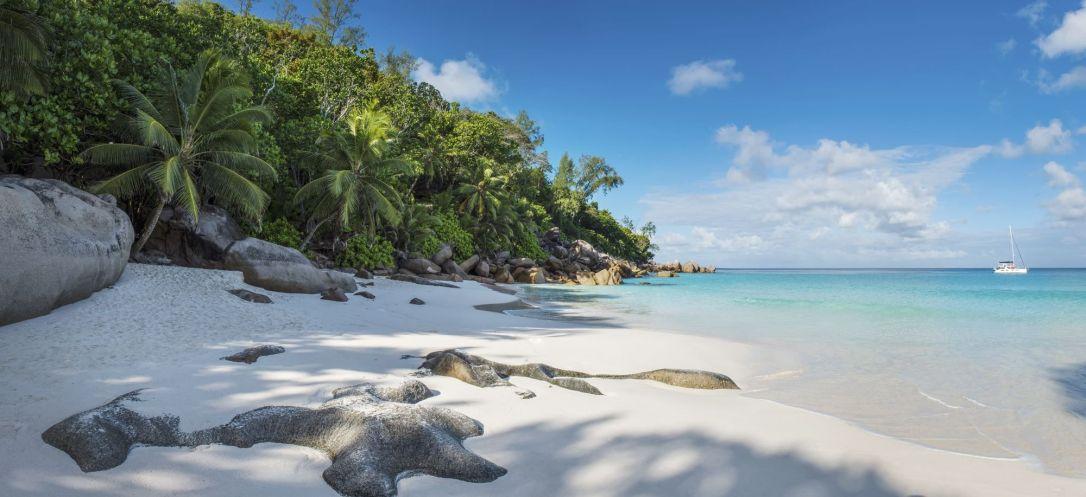 (c) Constance Lemuria Seychelles