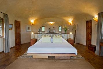 (c) Lewa House